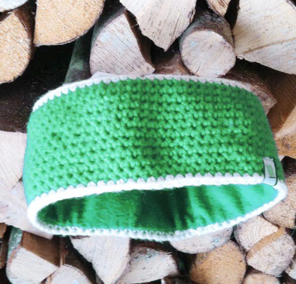 grünes Stirnband gehäkelt